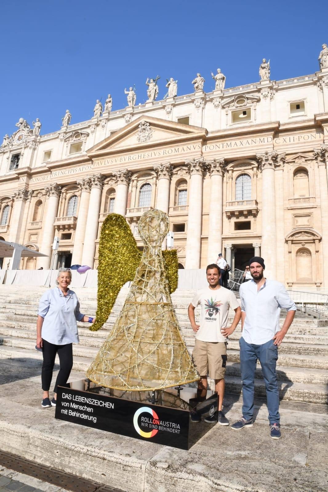 Friedensengel im Vatikan - Piazza San Pietra von Starline