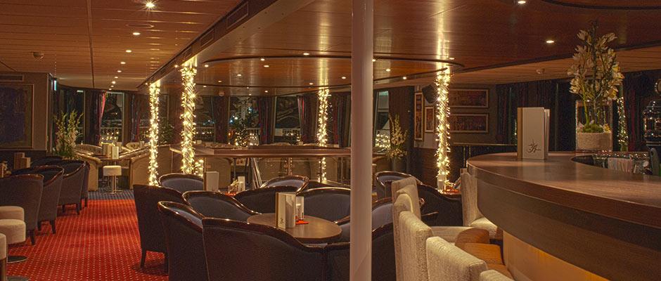 Donauschiff Amadeus Bar Treppe Innen