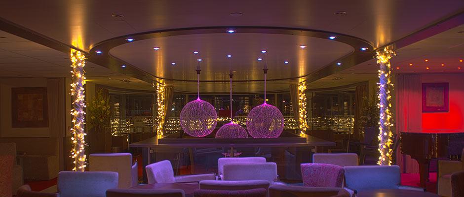 Donauschiff Amadeus Bar Treppe